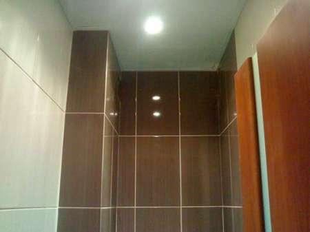 Пластиковый потолок в туалете своими руками 492